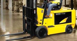 Forklift operatörünün iş yerinde yaptığı hareket pahalıya patladı
