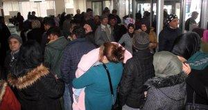 İşçi alınacağını duyan binlerce vatandaş İŞKURa koştu
