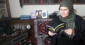 Ortaokul mezunu 53 yaşındaki kadın, kitap tutkusunu ölümsüzleştirdi