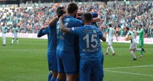 Çaykur Rizespor, deplasmanda Bursasporu ateşe attı