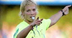 Maçı kadın hakem yönettiği için yayını iptal ettiler
