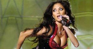 Güzel popçu şokta! Cinsel ilişki videoları internete sızdı
