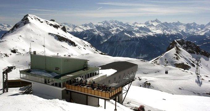Kayak merkezine çığ düştü! Çok sayıda kişi karlar altında kaldı
