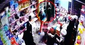 Afganlar bir kenti karıştırdı! Eline bıçağı alan içeri daldı