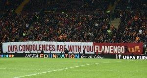 Galatasaraylı taraftarlardan Flamengo pankartı!