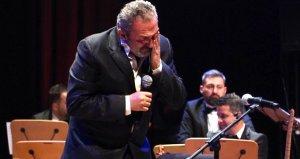 Yavuz Bingöl, konserinde gözyaşlarına boğuldu