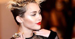 Güzel şarkıcı Miley Cyrus, çırılçıplak yaz fotoğrafıyla büyüledi!