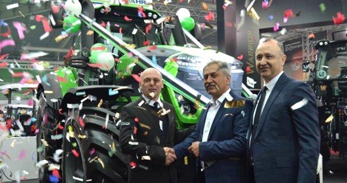 Türkiye'nin en büyük traktörlerinden biri rekor fiyata satıldı