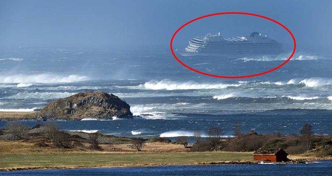 Dev gemi kırmızı alarm verdi! Bin 300 kişi mahsur kaldı