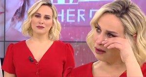 Kadın izleyicinin anlatıklarını duyan sunucu, gözyaşlarına boğuldu