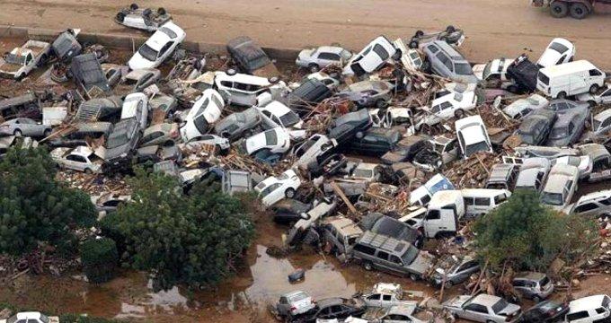 Komşuda sel faciası: 200 araç sele kapıldı, çok sayıda ölü var!