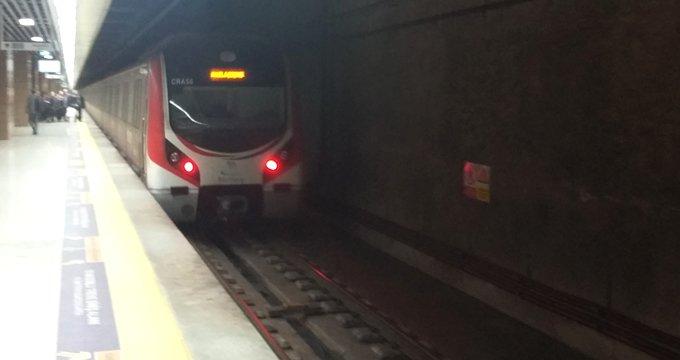 Marmaray'da gergin dakikalar! Yüzlerce yolcu vagonlarda bekletildi