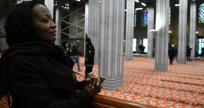 Müslüman olan ünlü şarkıcıdan ABD ve İsrail'e sert tepki!