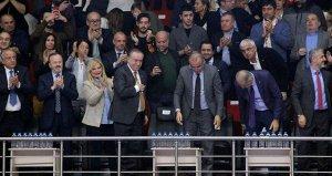 Taraftarlardan Mustafa Cengize büyük destek!