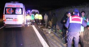 Taraftarları taşıyan minibüsle TIR çarpıştı: 10 yaralı
