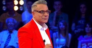 Mehmet Ali Erbil, sahnede 'Merhaba' deyince alkış tufanı koptu!