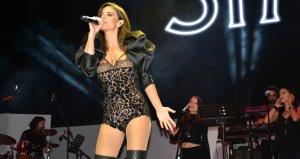Ünlü şarkıcı, kalça şovuyla ağızları açık bıraktı