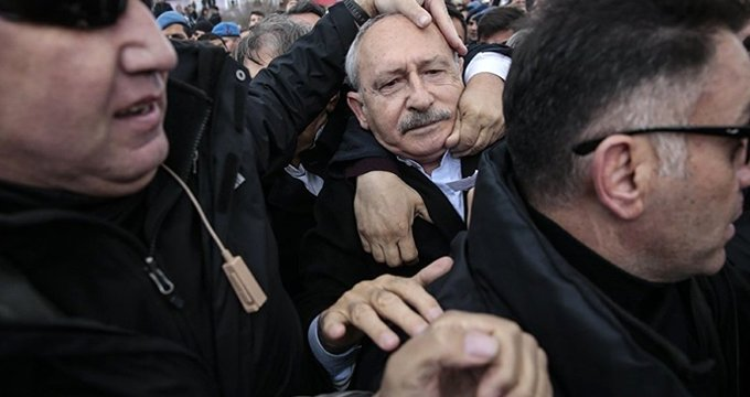 Ünlüler, Kılıçdaroğlu'nun uğradığı yumruklu saldırıya sessiz kalmadı