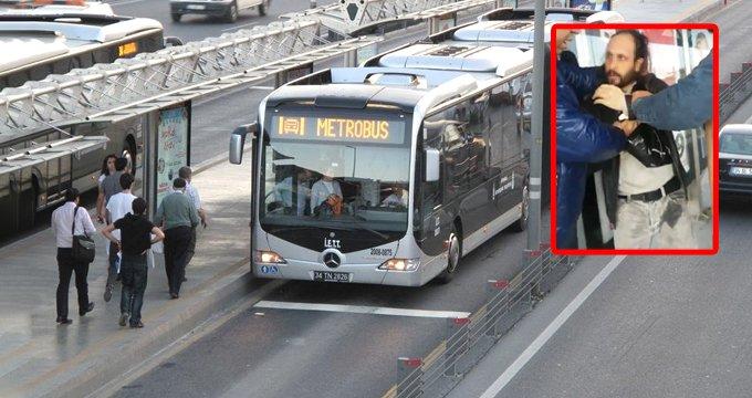 Metrobüste iğrenç olay! Kadını taciz edip mastürbasyon yaptı