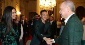 Erdoğanın iftar yemeğinde Mesut Özil sürprizi!