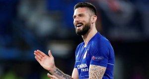 Olivier Giroud bir yıl daha Chelseade!