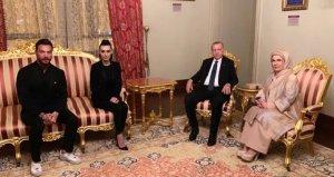 Boşanacakları Konuşulan Sinan Akçıl ve Burcu Kıratlı Cumhurbaşkanı Erdoğanın Verdiği İftara Katıldı