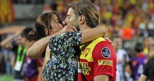 Model Ebru Şancı, Maçı Kazanan Eşi Alpaslan Öztürkü Öpücüklere Boğdu