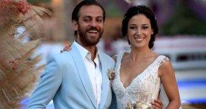 Erkan Kolçak Köstendilin eşi Cansu Tosun, cesur pozlarıyla yürek hoplattı
