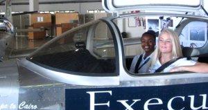 Güney Afrikalı lise öğrencilerinin 3 haftada monte ettiği uçak ilk seferini yaptı