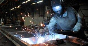Sanayi üretimi Nisanda yüzde 4 azaldı