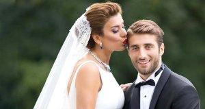 Model Ebru Şancı ve futbolcu eşi Alpaslan Öztürk, öpüşürken görüntülendi