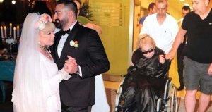 Pazar günü evlendiği eşinden boşanma kararı alan Zerrin Özer, hastaneye kaldırıldı