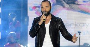 Emniyet şeridinden giderken kameralara yakalanan şarkıcı Berkaydan savunma: Yine olsa yine yaparım