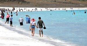 Salda Gölünü günlük 30 bin kişi ziyaret ediyor