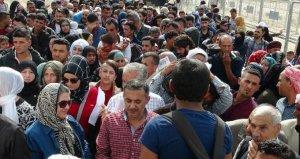 Suriyeliler sınır kapılarına akın etti! İzdiham yaşandı