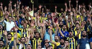 Fenerbahçeli taraftarlar maç sonunda 'Lider geliyor' tezahüratında bulundu