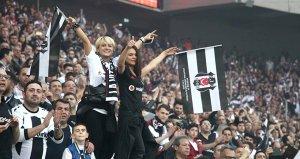 Beşiktaşlı taraftarlar Göztepe maçında 'Kadına uzanan eller kırılsın' tezahüratında bulundu