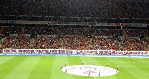 Galatasaray tribünlerinden Türkiye Futbol Federasyonuna büyük tepki!