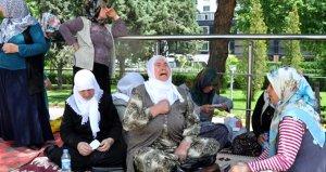 HDP önünde eylem yapan anneler Meclis'e davet edildi