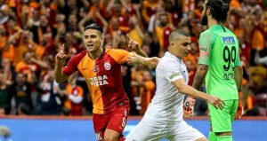 Fatih Öztürk, 1-0 yenildikleri maçta kendisine gol atan Falcaoyu tebrik etti