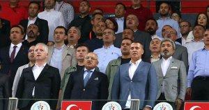 Beşiktaşlı taraftarlar, Fikret Ormanı istifaya davet etti