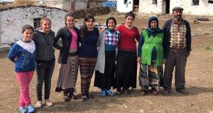 7 kız babası, çobanlık yaparak çocuklarını okutuyor