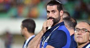 Volkan Demirel, belgeleri olmadığı için maçı tribünden takip etti!