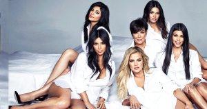 64 yaşındaki Kris Jenner, siyah bikinili fotoğrafıyla kızlarını gölgede bıraktı