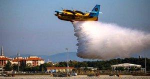 Bakan Pakdemirlinin 'Motoruna kuşlar yuva yaptı' dediği yangın söndürme uçakları TEKNOFESTte gösteri yaptı