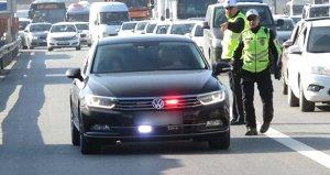 Son Dakika: Kamu ve mahalli idarelerde yöneticilerin çakar lambalı araç kullanması yasaklandı
