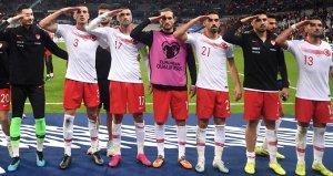 Asker selamı nedeniyle Türkiyeye soruşturma açan UEFAya büyük tepki!