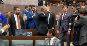 AK Parti Grup Toplantısında Hulusi Akara tezahürat