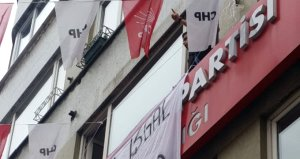 İstanbul'un göbeğinde CHP ilçe başkanlığını işgal ettiler