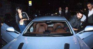 Volkan Demirel, Aston Martini ile bakışları üstüne topladı